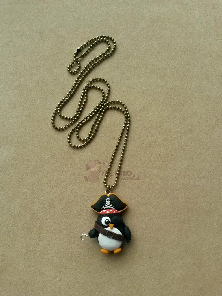 Collana con pinguino pirata fimo