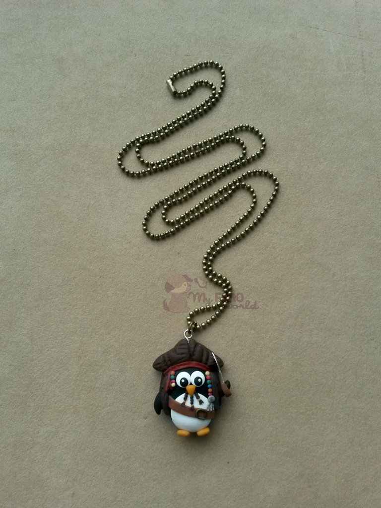 Collana con pinguino Jack Sparrow