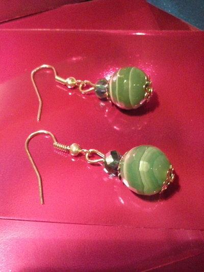 Orecchini con agata verde naturale e cristalli