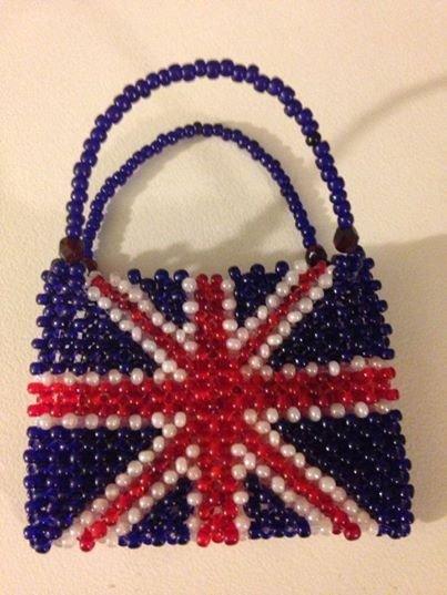 Portachiavi a forma di borsettina fatta a mano con perline