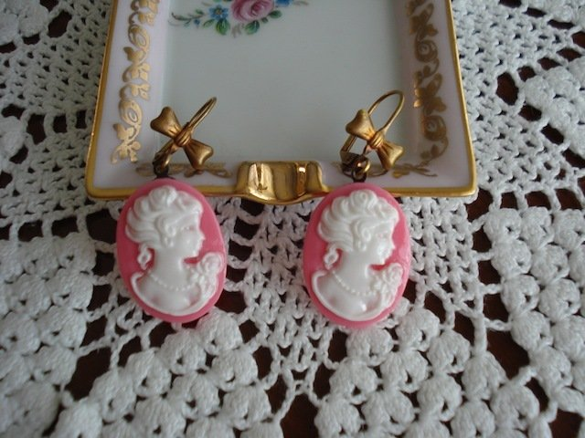 Orecchini con cameo donnina rosa