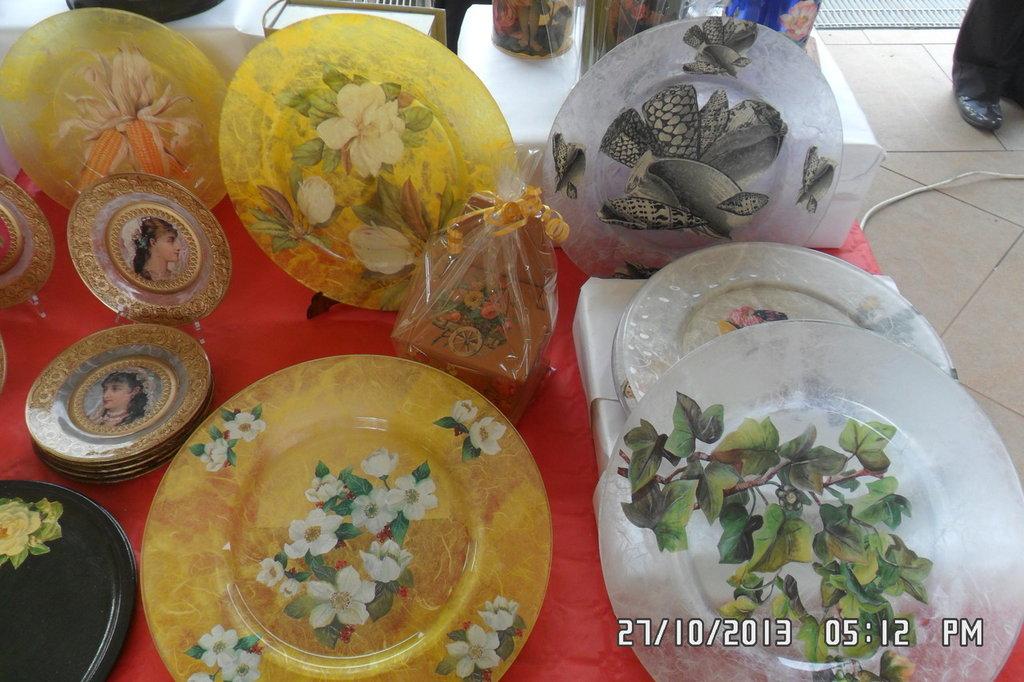 Piatti sottopiatti piattini decorati a decoupage per la for Piatti decorati