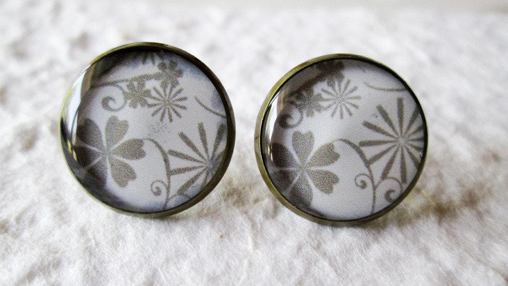 Orecchini in resina fiori grigi