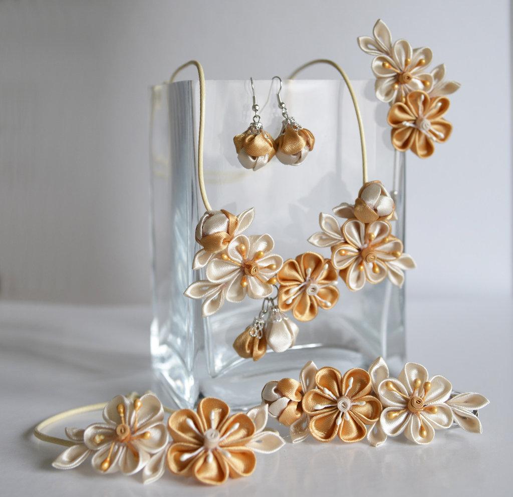 Set (collana, braccialetto, orecchini)  kanzashi fatta a mano colore beige