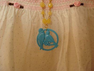 Collana con pendente con uccellini