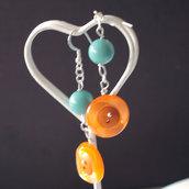 O11.14 - Orecchini pendenti con bottoni arancione