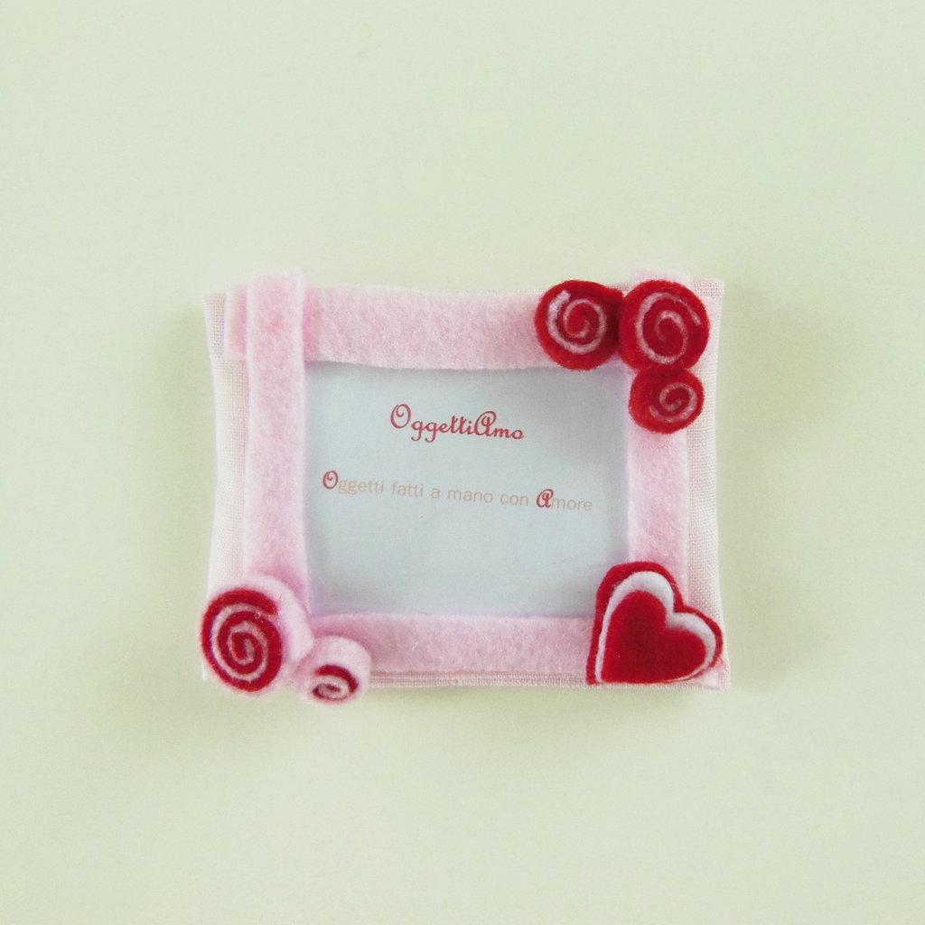 Cornice in feltro rosa e rosso: Bomboniere, calamite, idee regalo per ricordi che arredano!