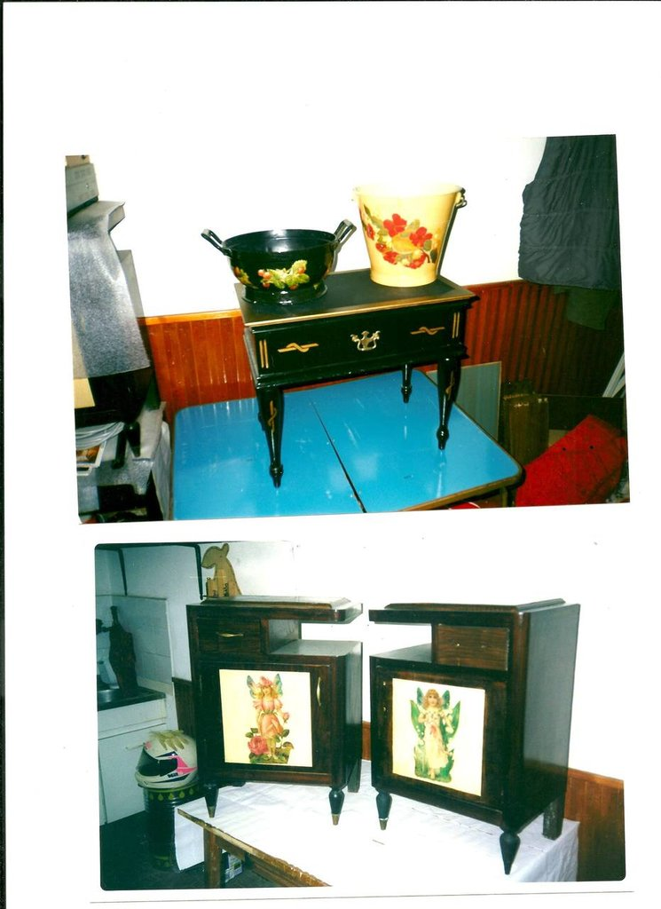 DUE COMODINI ANNI 60 RESTAURATI E DECORATI A DECOUPAGE -MOBILETTO NERO - DUE PAIOLI DECORATI A DECOPUPAGE