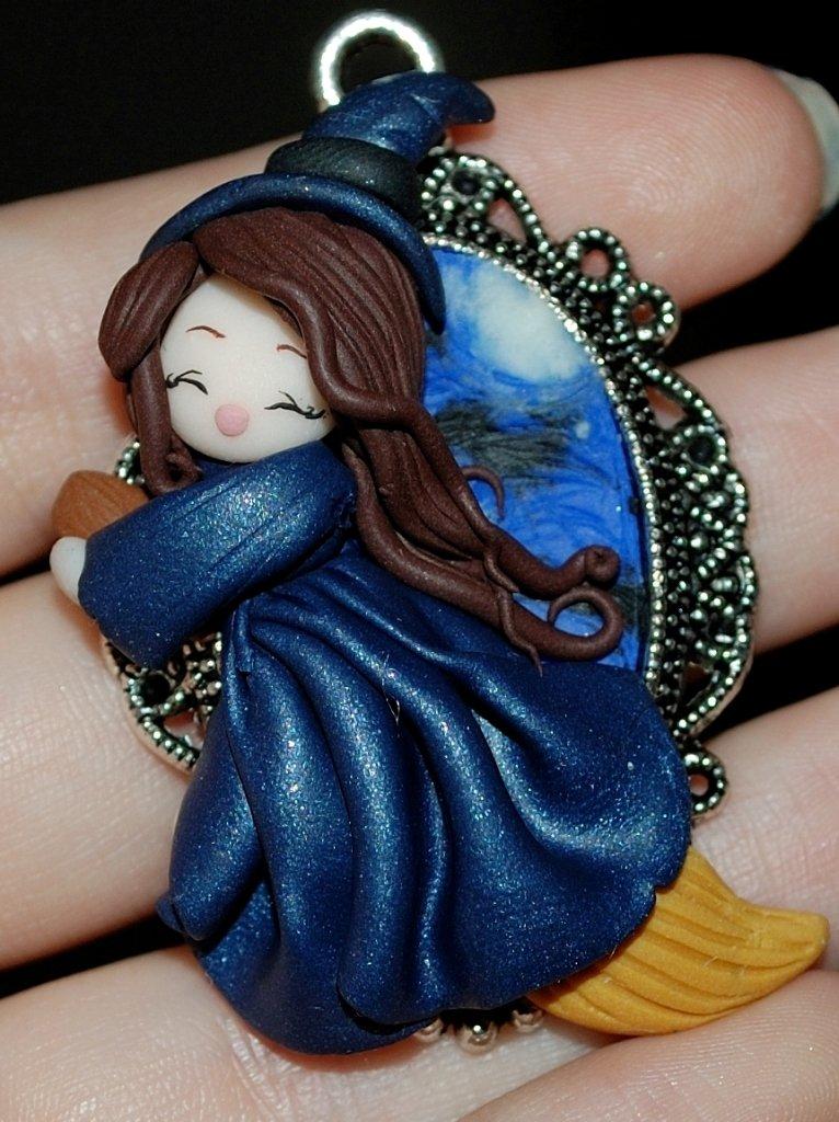 Ciondolo doll bambolina handmade fimo cammeo streghetta