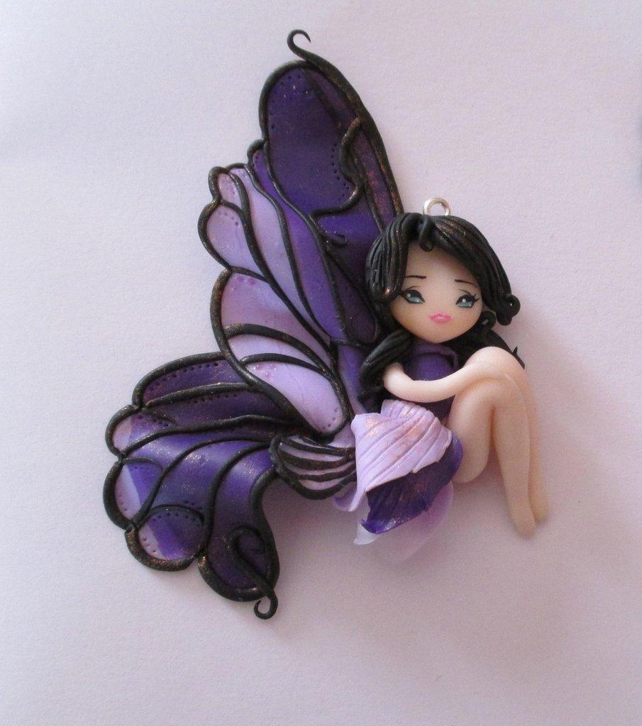 Ciondolo doll bambolina handmade fimo farfalla