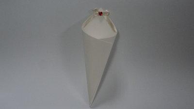 coni riso confettata artigianali cuore diamante rosso su fiocco panna