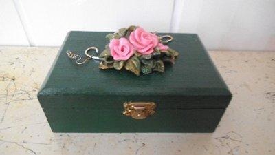 scatola in legno con decorazioni in fimo