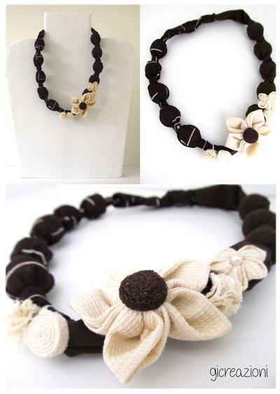 Collana di stoffa e fiori applicati
