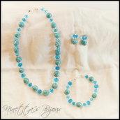 Completo collana bracciale e orecchini con perle azzurre variegate lavorate a mano