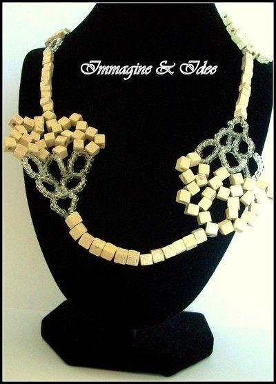 """Collana """"Bouquet"""" con perle di legno e perline trasparenti"""