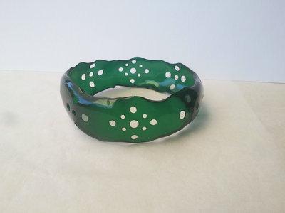 Braccialetto rigido in plastica riciclata fatto a mano decorazione traforata -Gothic lace.