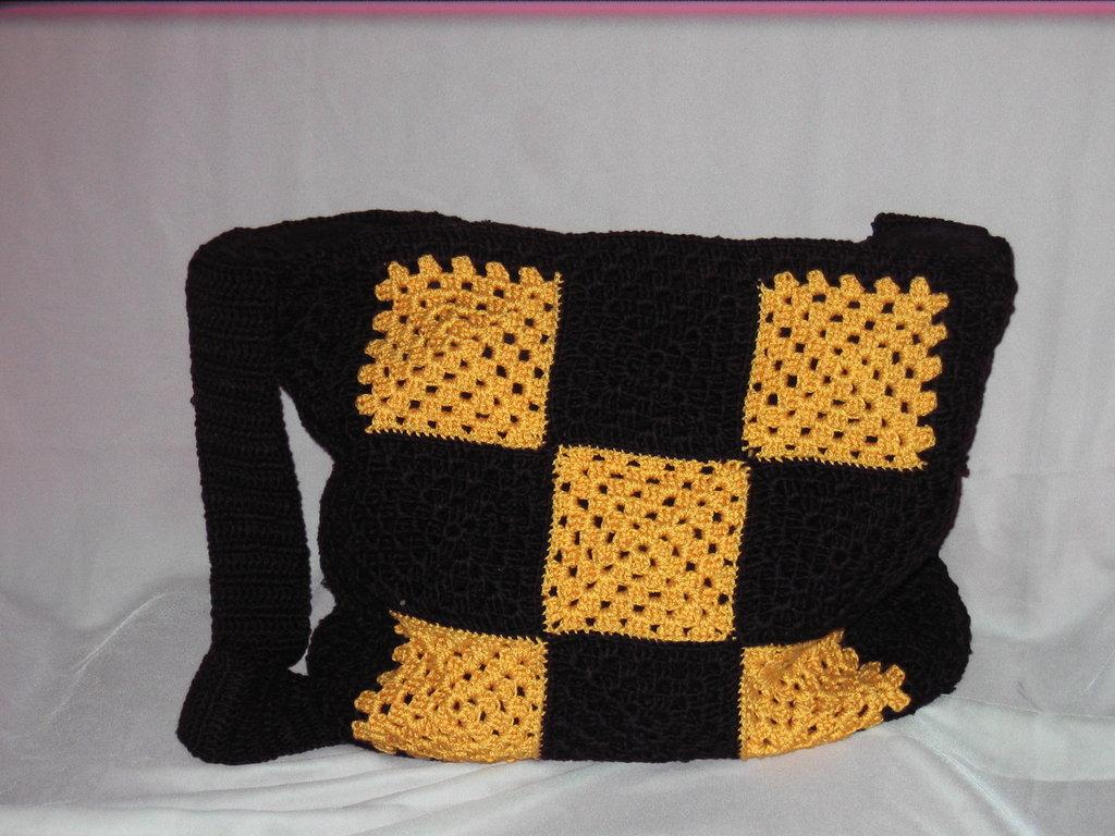 Borsa a piastrelle all 39 uncinetto gialla blu donna borse di il su misshobby - Piastrelle all uncinetto schemi ...