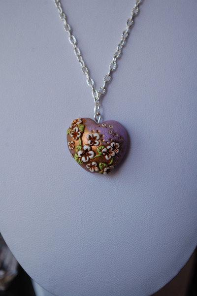 Collana bigiotteria fimo polymer clay handmade cuore con fiori in rilievo