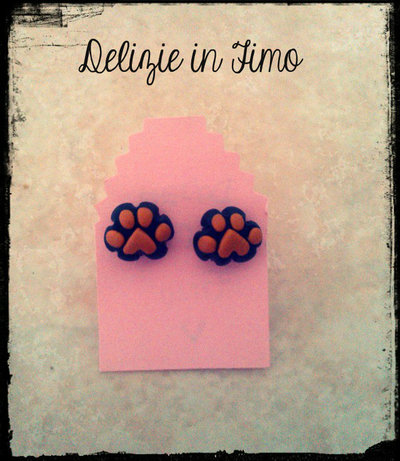 Coppia Orecchini a Lobo zampette in fimo  Couple earrings polymer clay feet in polymer clay