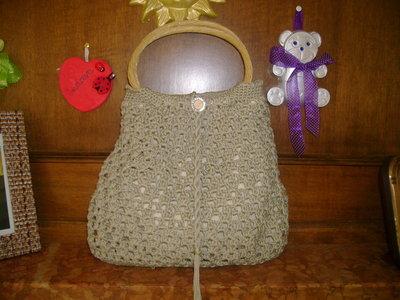 borsa in cotone ecrù,realizzata completamente a mano artigianalmente con manici in legno
