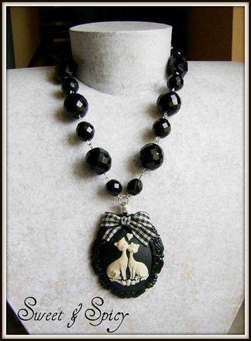 MODERN CAMMEOS COLLECTION-LOVE CATS CAMMEO NECKLACE