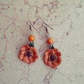 orecchini pendenti fiore in fimo colore terracotta