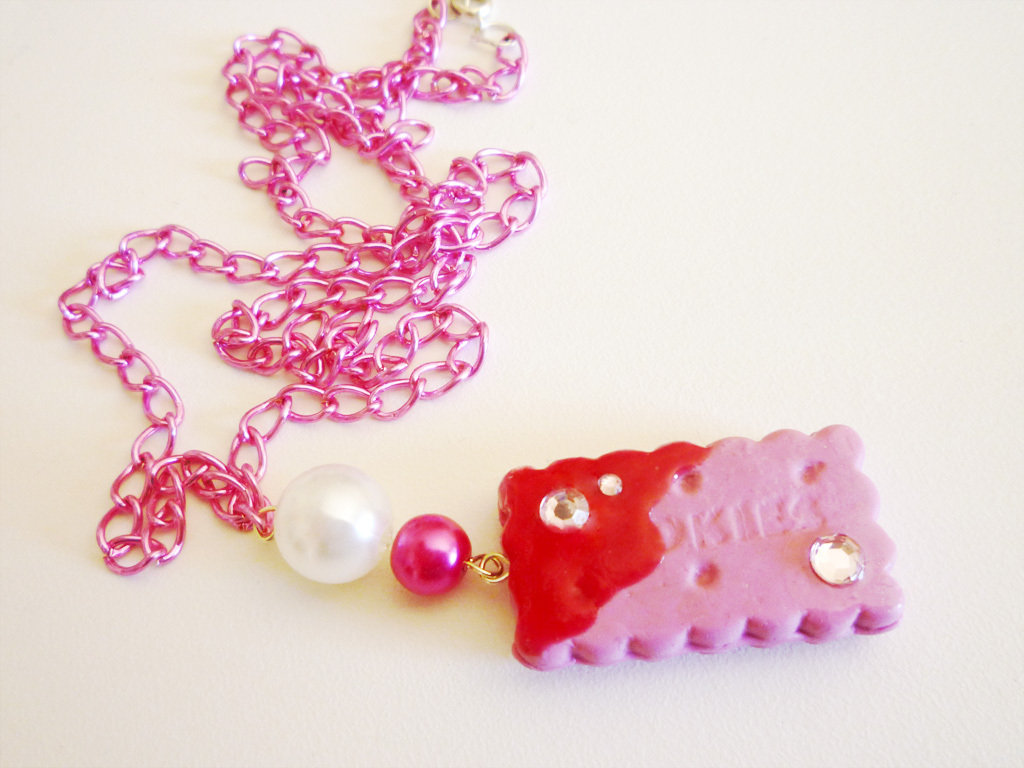 Pink cookie with strass and topping - necklace