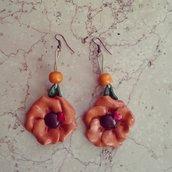orecchini pendenti fiore in fimo colore terracotta dettaglio cuore