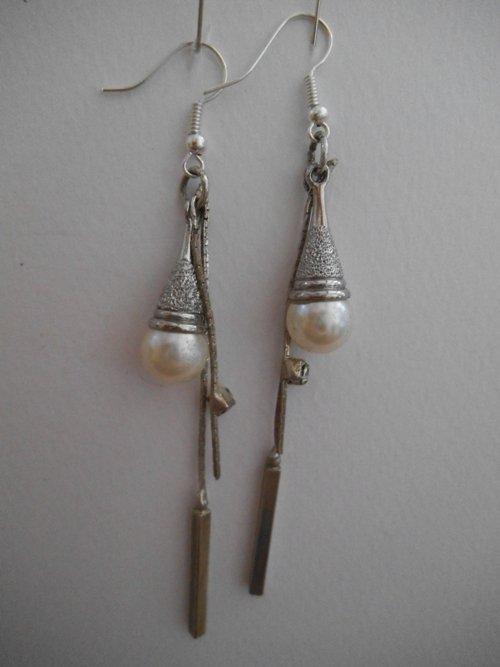 orecchini in metallo con perla