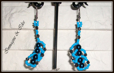 """Orecchini """"Spirale"""" con perline e perle di vetro"""