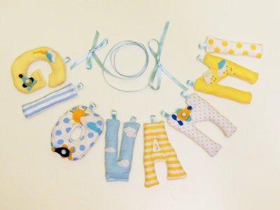 Ghirlanda nome con lettere di cotone imbottite e decorazione in feltro  'AEROPLANINI tra le nuvole'!