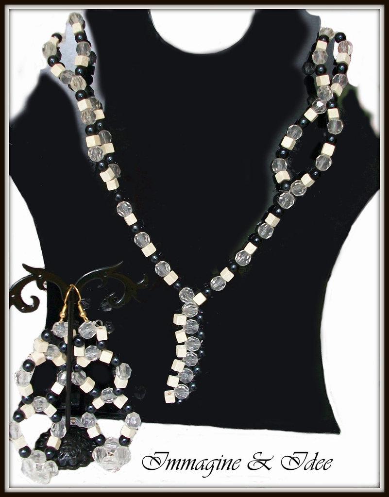 Parure collana ed orecchini con perle di legno beige