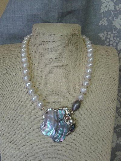 collana perle di fiume con centrale