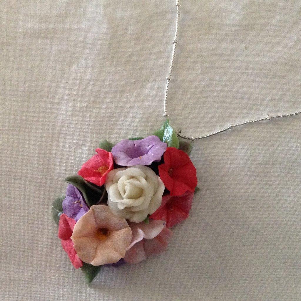 Ciondolo verticale con fiori