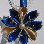 Cerchietto in raso blu elettrico con fiore kanzashi a petali blu e beige