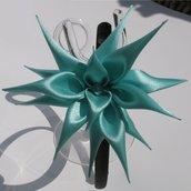 Cerchietto raso nero con decorazione fiore verde acqua