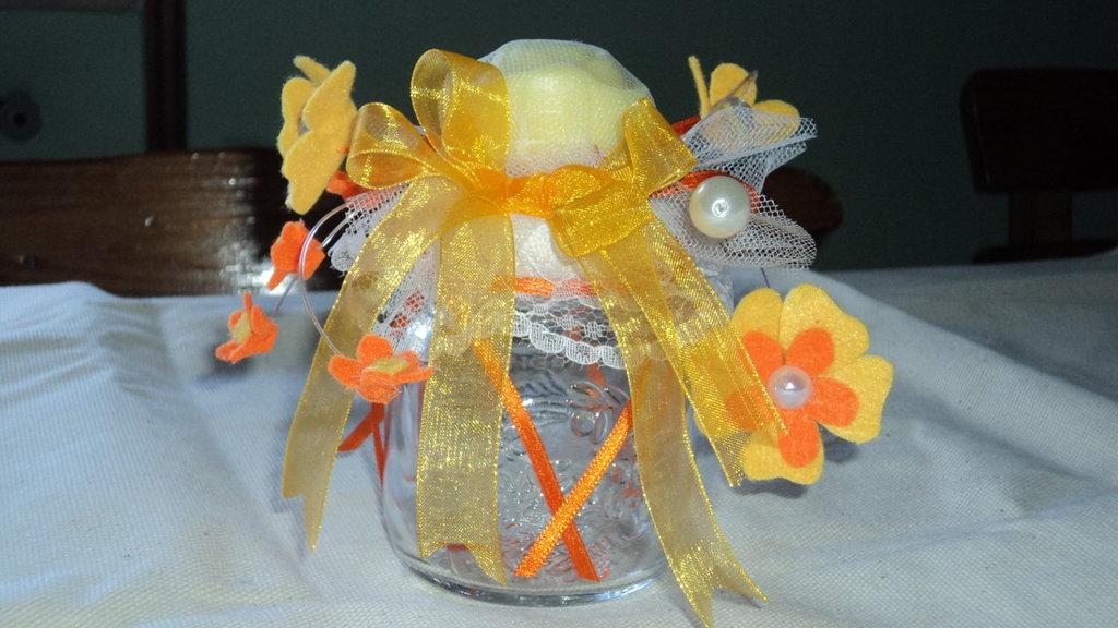 bomboniera segnaposto artigianale vasetto in vetro saponetta profumata arancio/giallo
