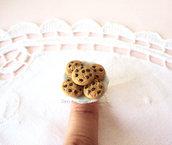 Anello con piattino in ceramica e biscotti cookies realizzati in fimo