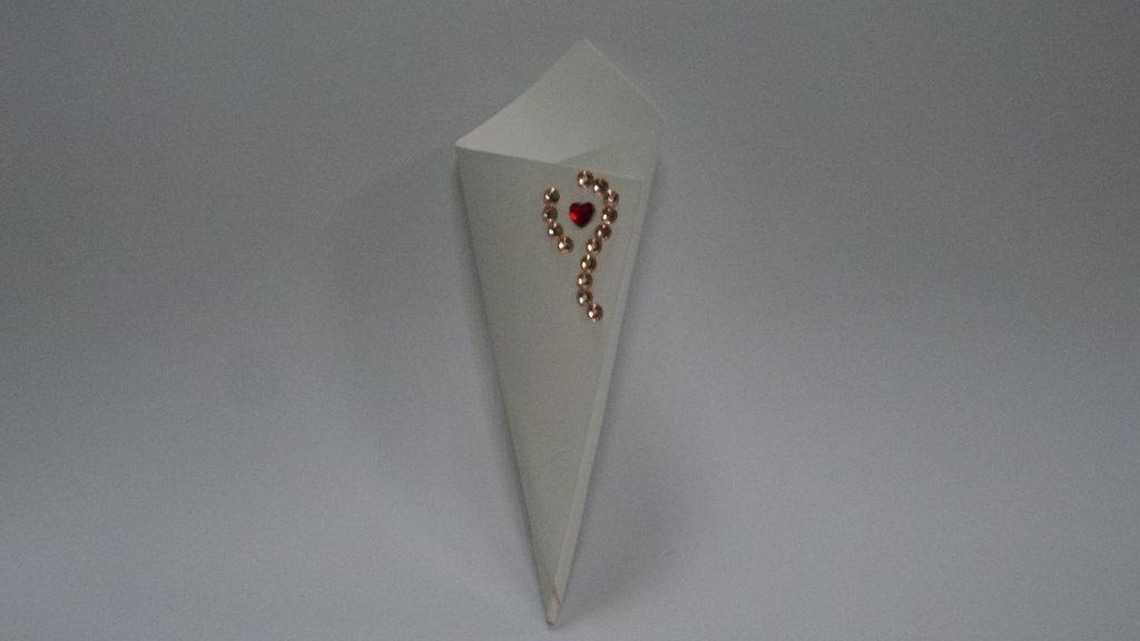coni riso confettata artigianali cuore diamante rosso e strass oro