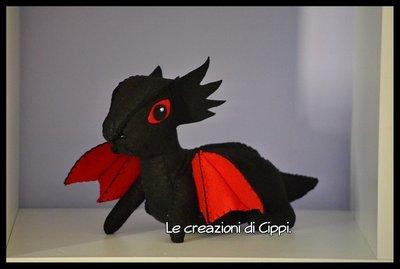 Pupazzo in pannolenci drago fatto a mano.