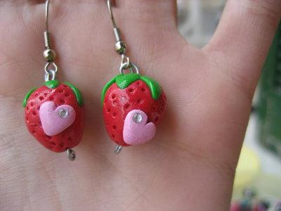orecchini fragoline con cuoricino