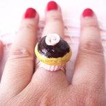 *IN OFFERTA* Anello cupcake in fimo con glassa al cioccolato e rosa glitter