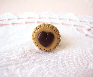 Anello biscotto rotondo con cuore - realizzato in fimo