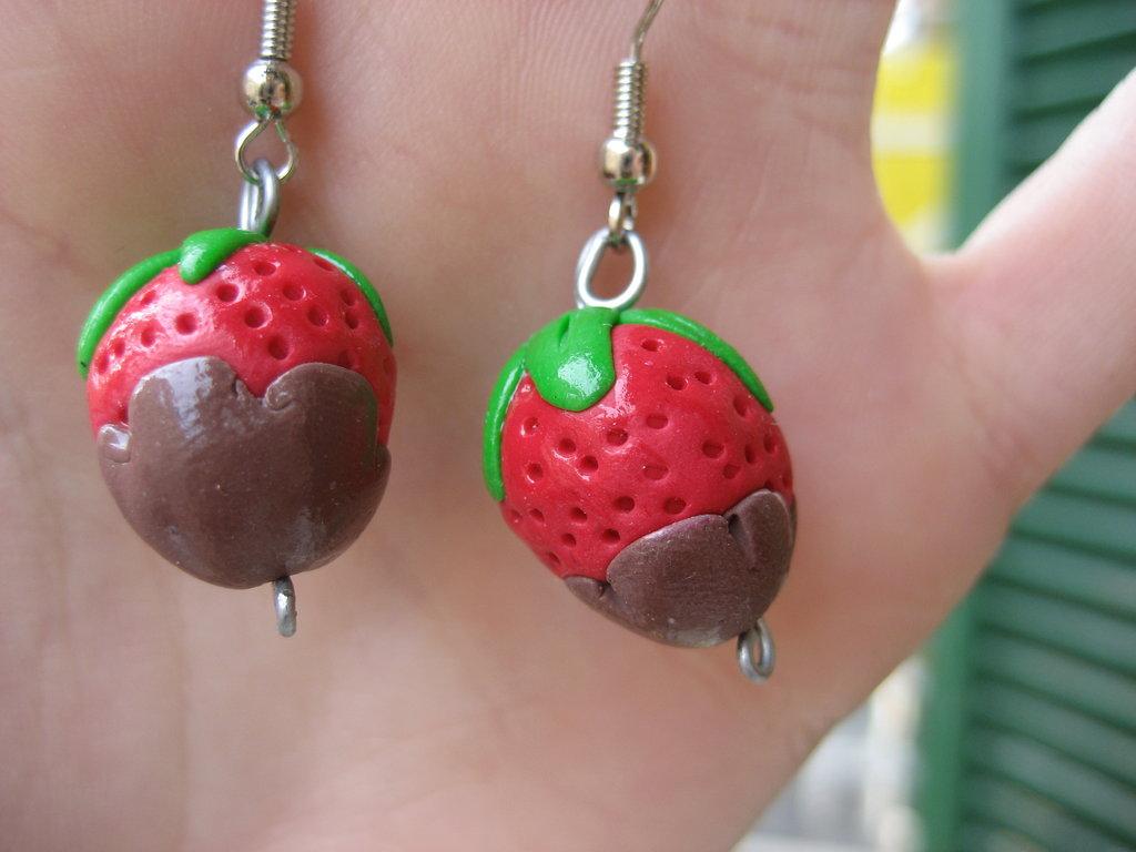 orecchini fragole e cioccolato