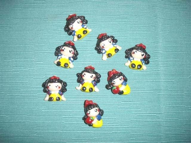 """UN CIONDOLO FIMO  A SCELTA - dalla serie """" una favola da indossare"""" - BIANCANEVE -  charms per orecchini, collane, braccialetti"""
