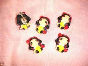 """UNA CALAMITA magnete     A SCELTA FIMO  - dalla serie """" una favola da indossare"""" BIANCANEVE - adattabili ad orecchini, braccialetti, collane, portachiavi"""