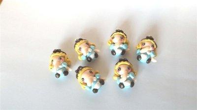 """UN CIONDOLO    FIMO  A SCELTA dalla serie """" una favola da indossare"""" - ALICE NEL PAESE DELLE MERAVIGLIE ( con dito in bocca)  - charms adattabile ad orecchini, collane, braccialetti-"""