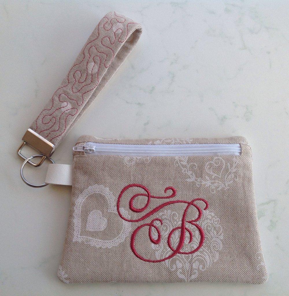 Pochette colore sabbia con bracciale -  personalizzata con iniziale