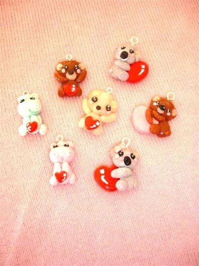 UN CIONDOLO A SCELTA - dalla serie CUORE ROSSO  - fimo - orsetto, koala, ippopotamo charms per orecchini, colane, bracciali, braccialetti