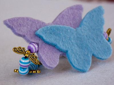 Braccialetto in feltro con farfalle